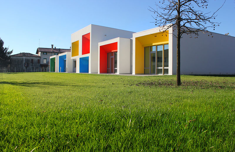 "NURSERY SCHOOL ""DE SANTIS"""